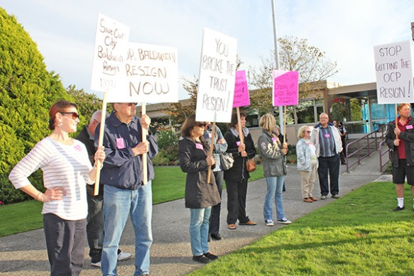 Peace Arch News Photo - Residents Rally for Baldwin to Resign - Melissa Smalley Photo